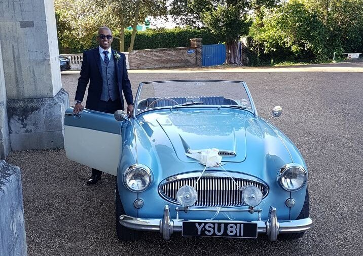 Wedding-Toastmaster-James-Hasler-Bridegroom-arrival-Classical-car 10 great ways for a bridegroom to make an impressionable arrival